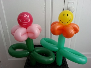 balloon hello kitty and smiley flowers